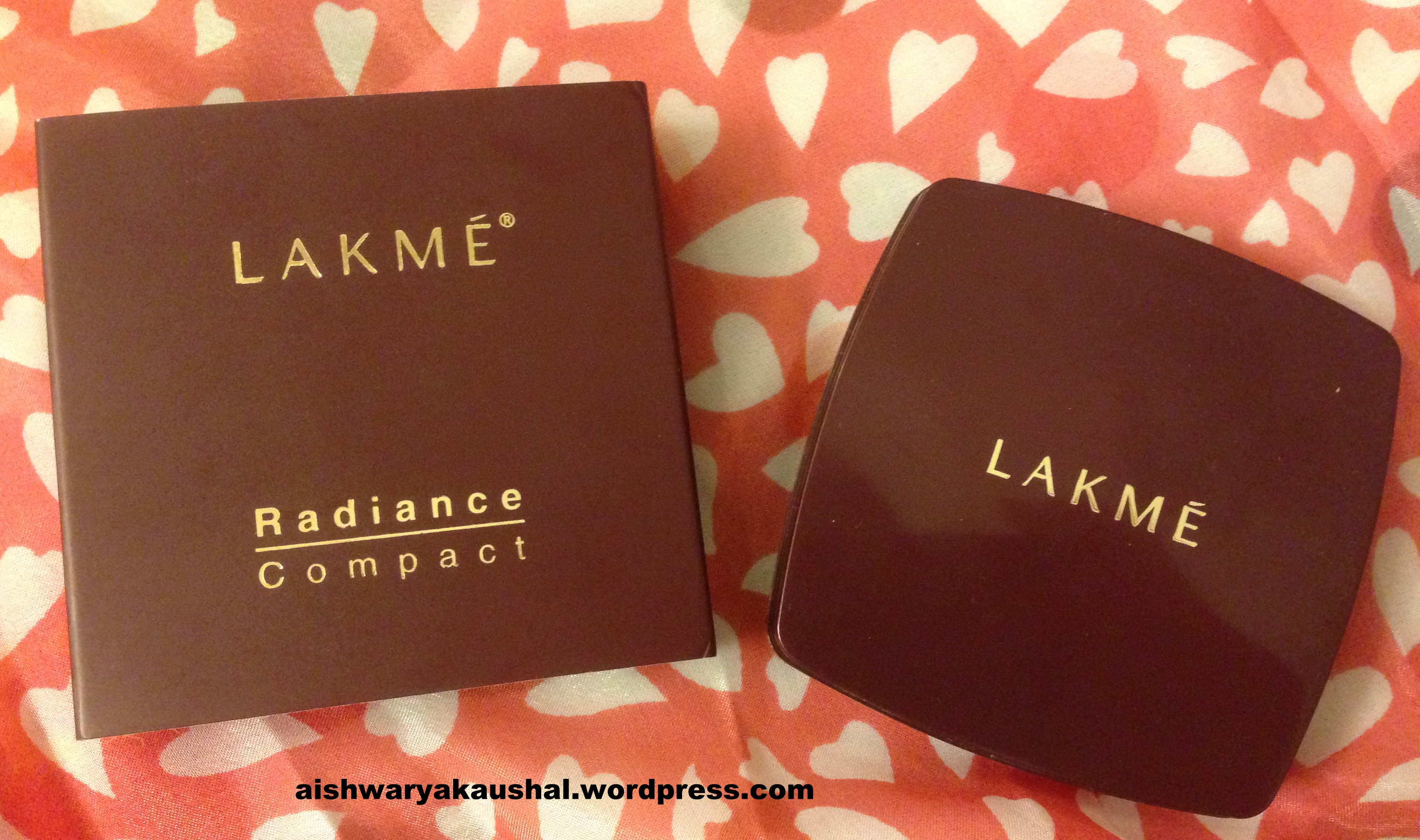 Lakme Radiance Compact Natural Coral Review